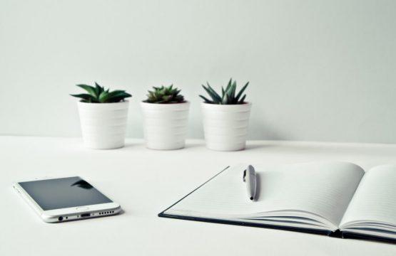 three-pots-desk